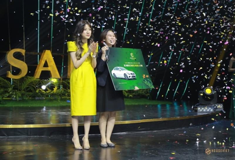 Meyhomes Capital Phú Quốc tặng khách hàng Mercedes C180