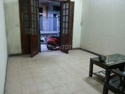 Cho thuê nhà 2 tầng ngõ 310 Nghi Tàm, Tây Hồ, Hà Nội.