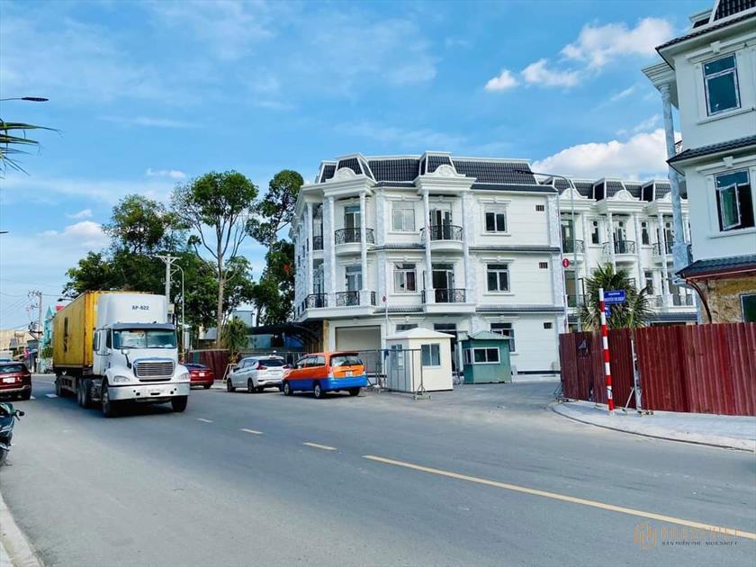 Bán nhà phố thương mại dự án Royal Town Dĩ An Bình Dương, giá gốc chủ đầu tư. Liên hệ chọn căn đẹp