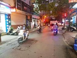 Bán nhà phố Đê La Thành 101m, 5t, mt 5m, THANG MÁY-KINH DOANH-hơn 15 tỷ: 0901019196.