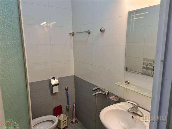 Bán nhà C4 mặt phố Thanh Am,giá chỉ 3,7 tỷ. LH 0986995609