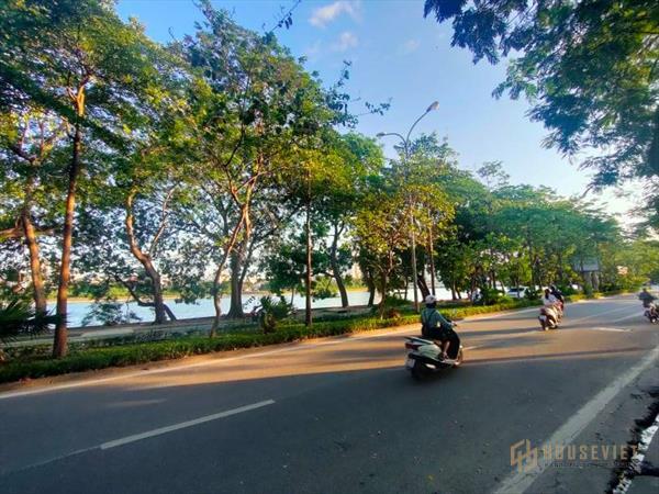 Wiew hồ Linh Đàm, vỉa hè cực rộng, khu phố chuyên ẩm thực: 55m2 x5T – 15 tỷ