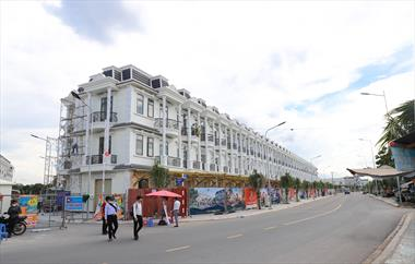 Bán nhà phố trung tâm Dĩ An Bình Dương, thuận tiện kinh doanh