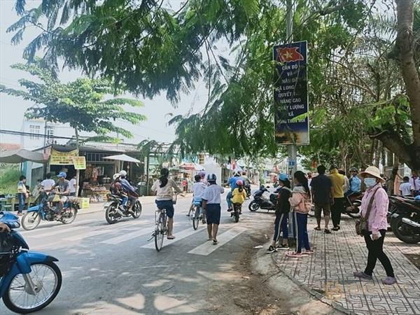 Đất sau chợ Rạch Kiến đối diện trường học SHR ngân hàng hổ trợ 70%