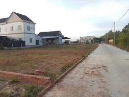 Cuối năm cần tiền nên bán mảnh đất 221m2 xung quanh villa biệt thự hiện hữu. SHR, 100m2 thổ cư