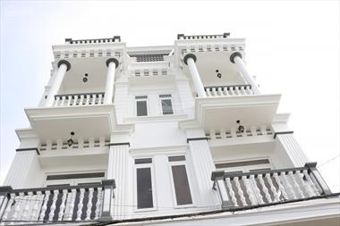 Bán Nhà Phố thị xã Bình Minh, 4 tầng ,mặt tiền 7.5m đối diện chợ.