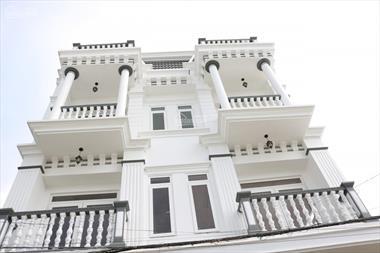 Nhà phố 4 tầng, view chợ, mặt tiền 7.5m, ngay trung tâm chợ Bình Minh, diện tích rộng.