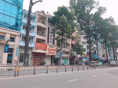 Cho thuê nhà Trần Phú 2 chiều, Quận 5, vị trí đẹp.