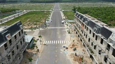 Kẹt tiền cần bán gấp lô đất 70m ngay cổng visip2 mở rộng lh 0967068799